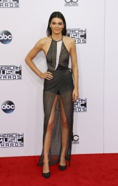 Kendall-Jenner-aux-American-Music-Awards-2014_portrait_w858