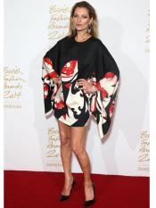 Kate-Moss-en-robe-imprimee-Alexander-McQueen