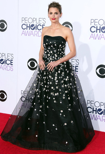 Stana Katic arrives at the 41st Annual People's Choice Awards