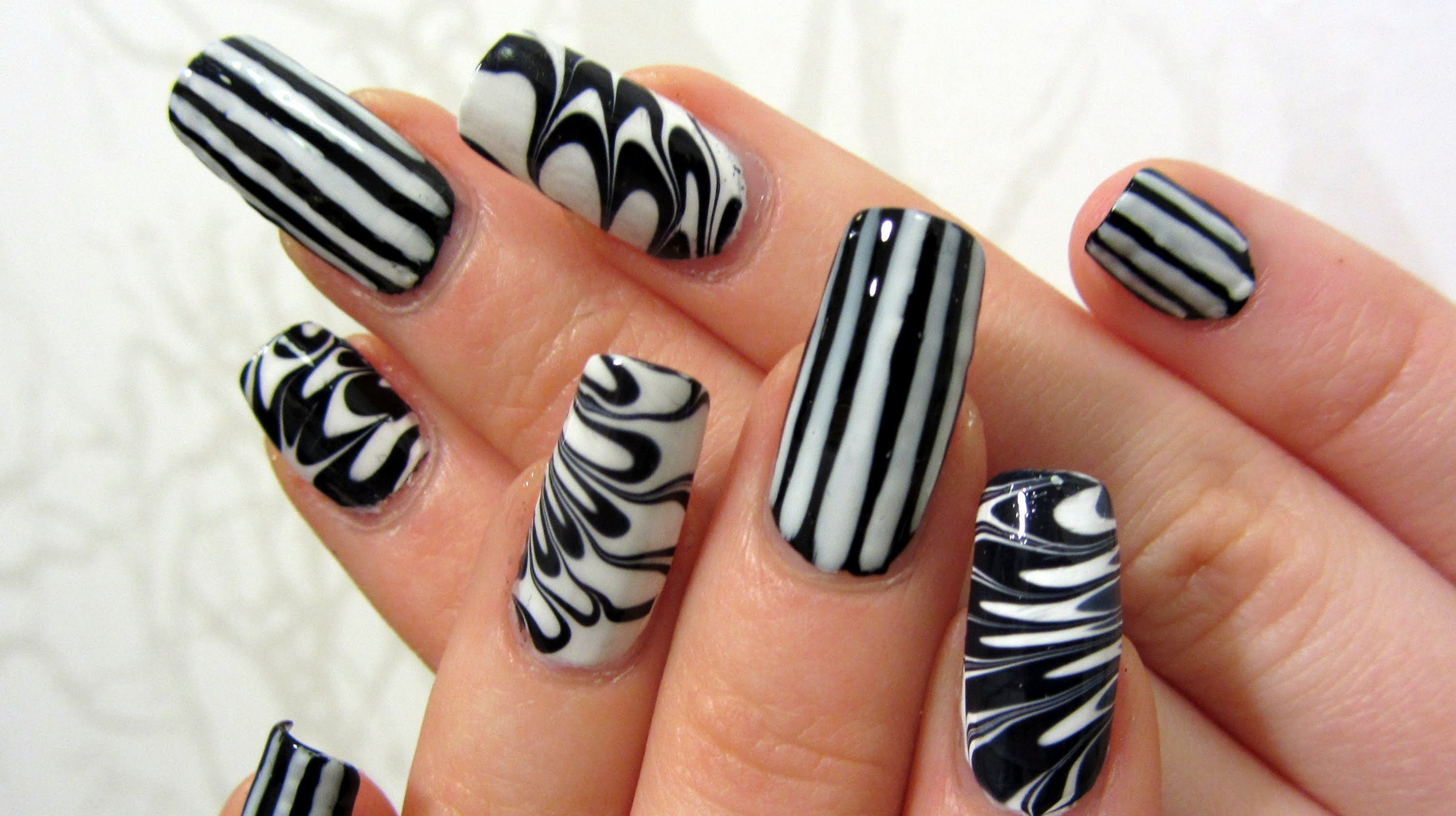 Nail art klara bezha - Design art black and white ...