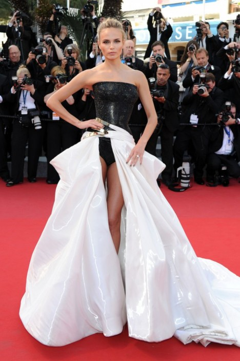 Natasha-Poly-habillee-en-Donatella-Versace-le-17-mai-a-Cannes_portrait_w674