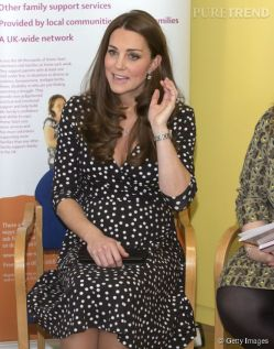 1285720-kate-middleton-future-maman-sexy-en-580x0-3