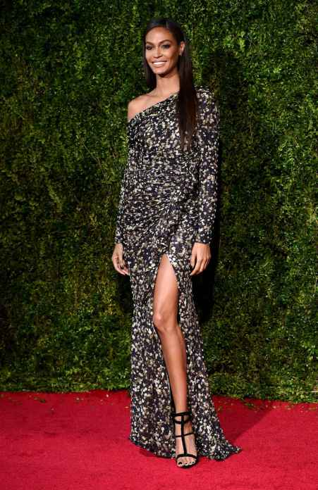 joan-smalls-arrives-at-the-de04-diaporama