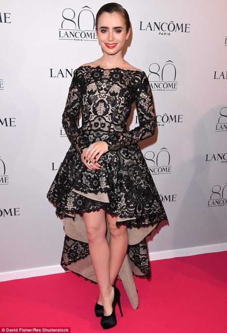 2A508D0800000578-3152792-High_fashion_Lily_Collins_wore_a_stunning_black_and_nude_lace_go-a-2_1436348722067