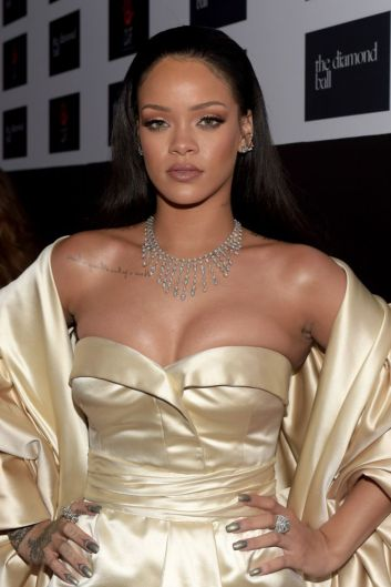 rihanna-at-2nd-annual-diamond-ball-in-santa-monica-12-10-2015_1