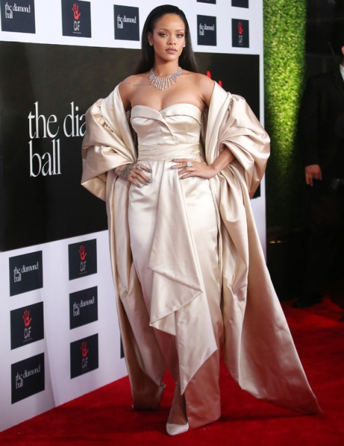 rihanna-on-the-red-carpet-hosts-charity-ball-in-santa-monica