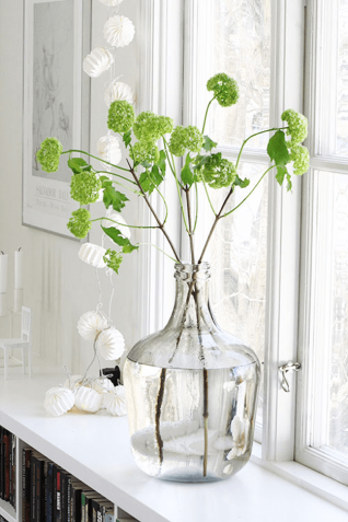 spring-green-flowers-in-white-window-sill-pantone-greenery