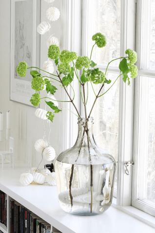 spring-green-flowers-in-white-window-sill-pantone-greenery