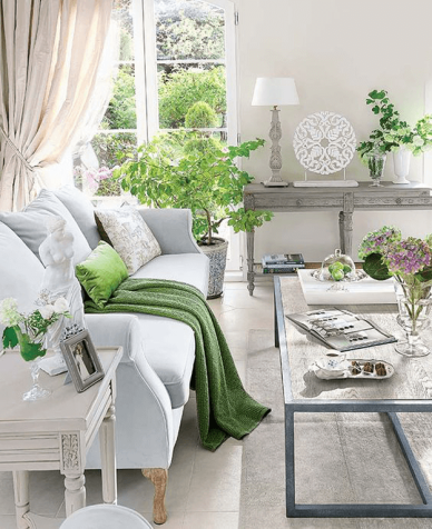 traditional-style-living-room-with-bright-green-accents-pantone-greenery